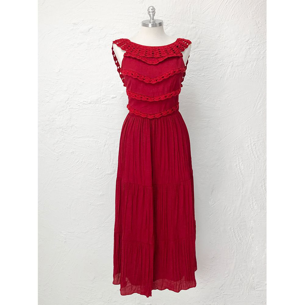 Vestido-Babados-Crochet-Bordo